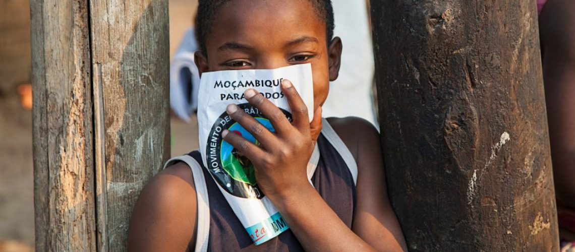 nampula-mozambique-october-10-2014-small-kid-from-northern-mozambique-holding-an-electoral-poster_t20_BlBBdK